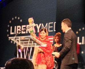 Malala receivers her award